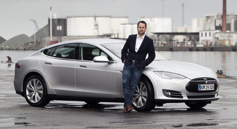 """Danske Zean Nielsen er blevet headhuntet til stillingen som """"Vice President Global Sales Operations"""" hos den amerikanske elbilkoncern Tesla. Zean kommer fra en stilling som direktør for B&O i Nordamerika, hvor han trods finanskrise har skabt en tocifret årlig vækst."""