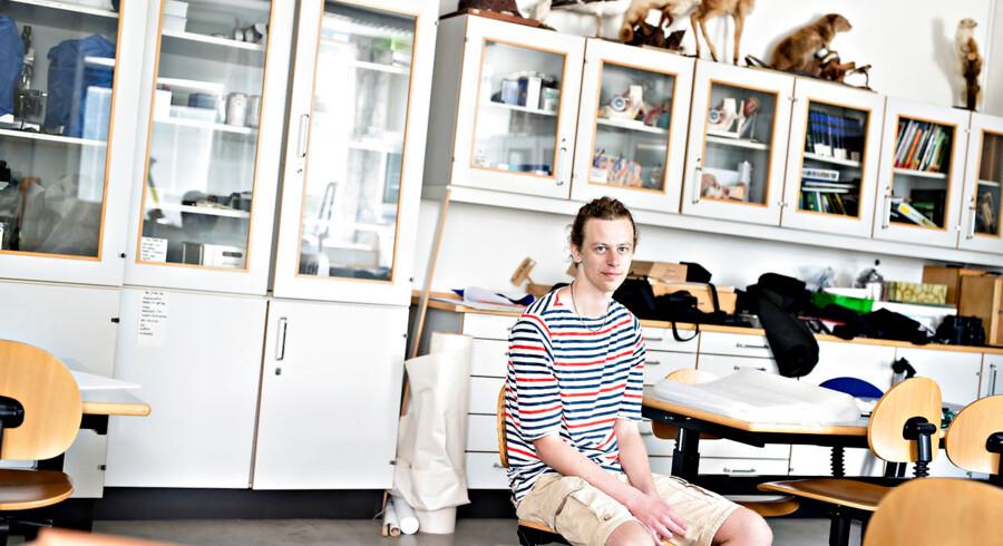 25-årige Rasmus Madsen er ordblind og droppede ud af studiet, fordi han ikke kunne få sine hjælpemidler i tide.