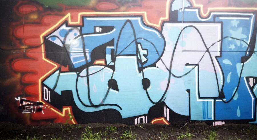 Nørrebro-graffiti. Malingen er naturligvis ikke farlig i sig selv, forklarer Bo Grönlund - men lidt farligt er signalerne, graffitien sender, nu alligevel.