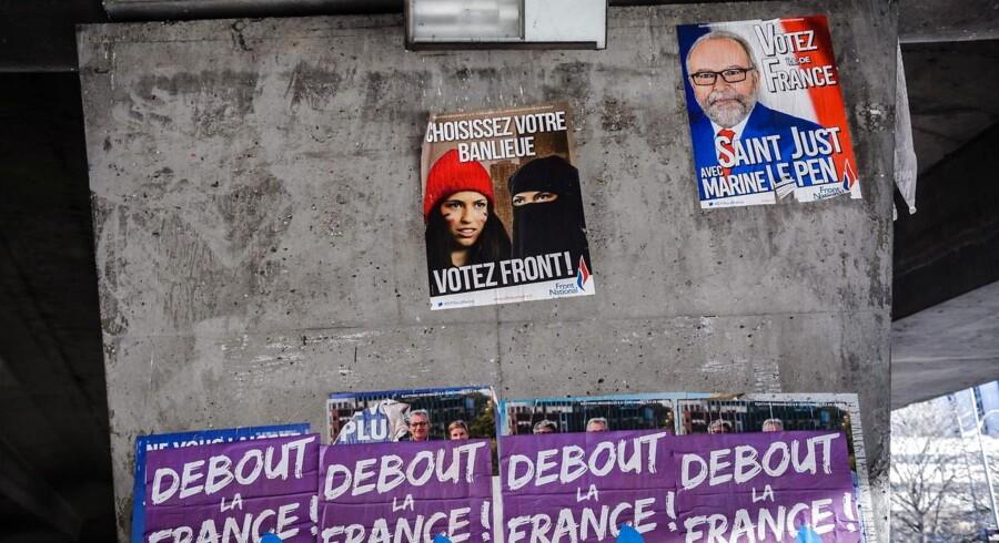 Plakater for Front National i Paris. Foto: Christophe Petit Tesson/EPA