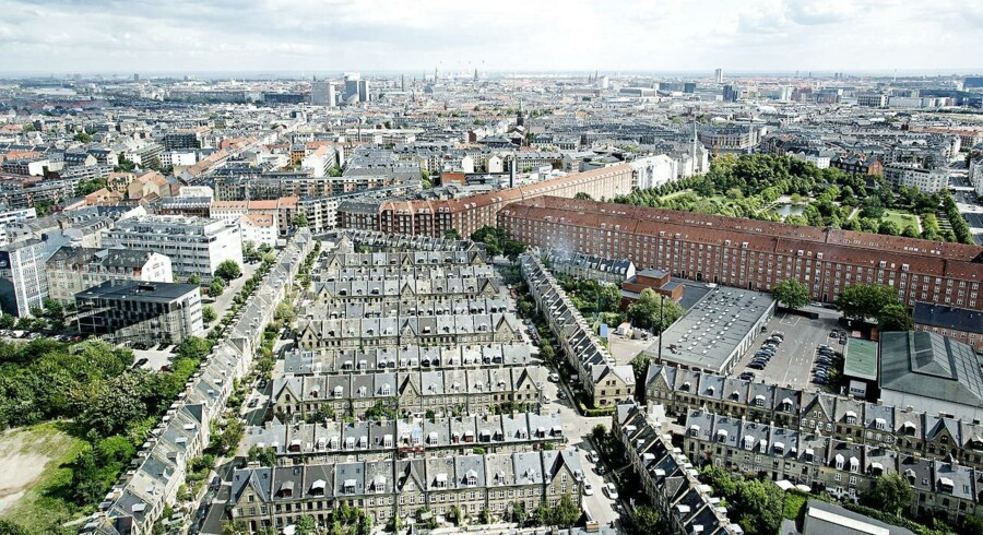 Ifølge boligøkonom hos Nykredit, Joachim Borg Kristensen, er der dog stadig mange boliger til salg på landsplan, hvis man sammenligner med perioden før krisen.