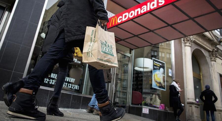 Kunderne på det nordamerikanske hjemmemarked vender i stigende grad Mcdonalds ryggen. Den nye generation af forbrugere vil have andet en metervare-fastfood. Her et foto fra Union Square i New York.