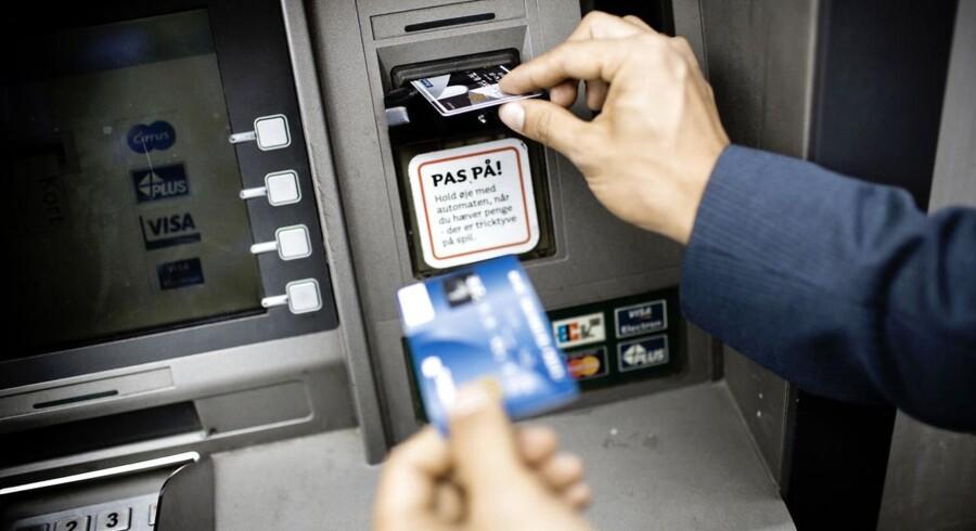 Konsekvenserne af finanskrisen i den danske bankverden, herunder bankkrak, opkøb og kundeflugt, viser sig nu, at have ramt landets mindre banker hårdere på forretningen end de største.
