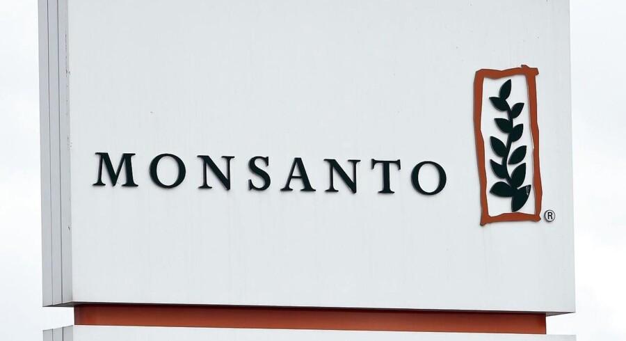 Tyske Bayer har tilsyneladende sikret sig omkring 63 mia. dollar, svarende til 420 mia. kr., til finansieringen af købet af amerikanske Monsanto i en fusionen der vil skabe verdens største leverandør af landbrugskemikalier og såsæd.
