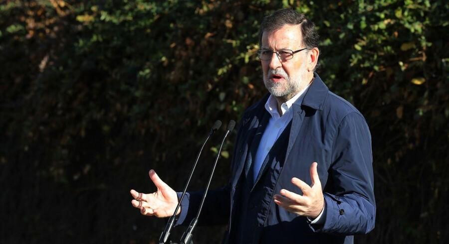 Regeringspartiet med premierminister Mariano Rajoy i front får mellem 114 og 124 sæder i parlamentet ud af de 176 sæder, der er nødvendige for et absolut flertal.