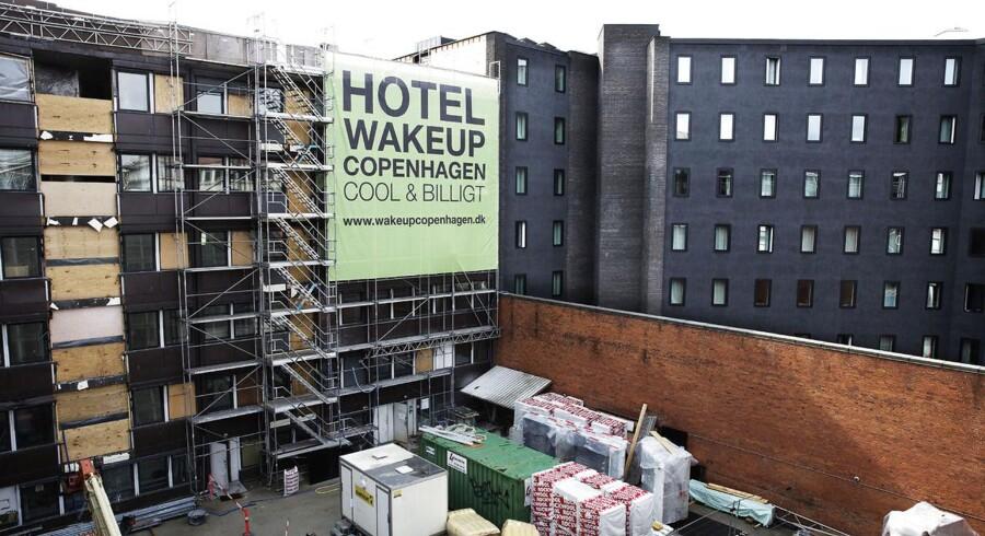 Nye hoteller åbner hele tiden i København, men generelt har den danske hotelbranche det svært. Det hjælper ikke, at man skal aflevere op mod 25 % af værelsesindtægter til bookingportaler.