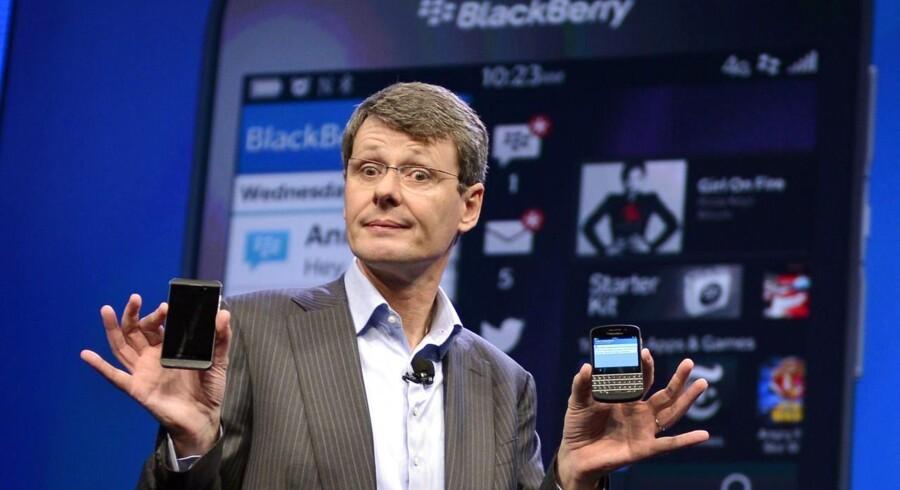 Blackberrys topchef, Thorsten Heins, præsenterede i januar de nye Blackberry 10-telefoner. Nu skal han være med til at undersøge et salg af sin virksomhed. Arkivfoto: Timothy A. Clary, AFP/Scanpix