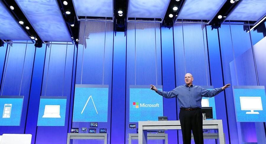 Topchefen for Microsoft Steve Ballmer fortalte på et pressemøde torsdag, at Microsoft skal reorganiseres og samles til ét holistisk firma.