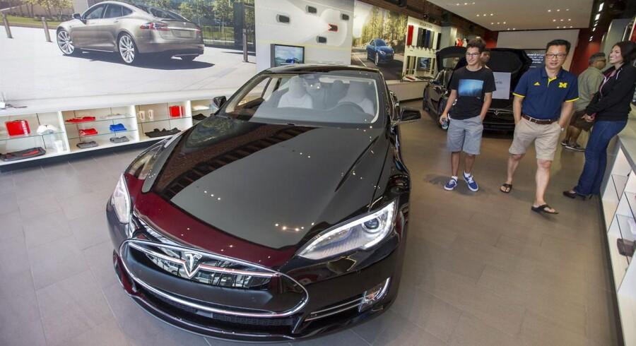Tesla måtte nedjustere forventningerne til salget af Model S og Model X. Her en Tesla 85D fotograferet i Californien. Foto: REUTERS/Mario Anzuoni
