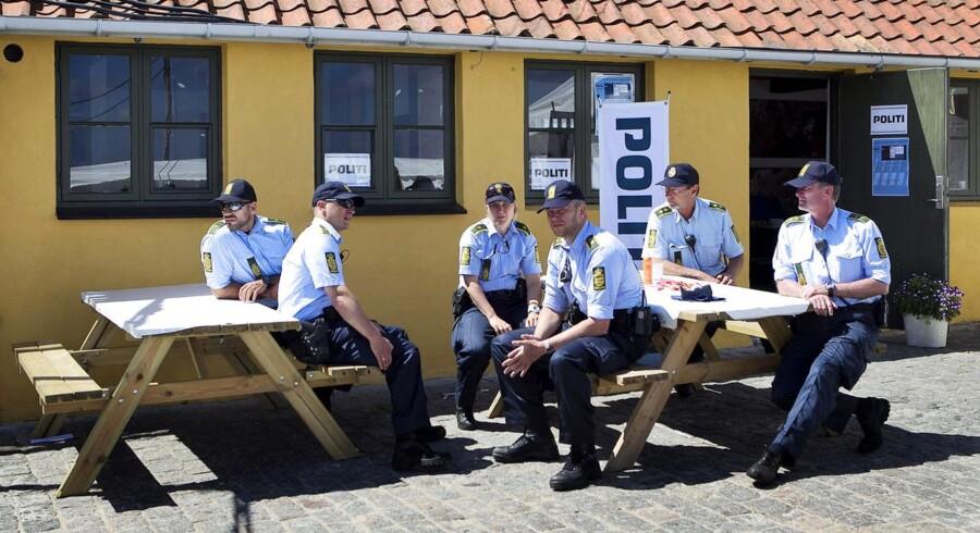 Politi på fredeligt folkemøde søndag d. 16 juni 2013 i Allinge.