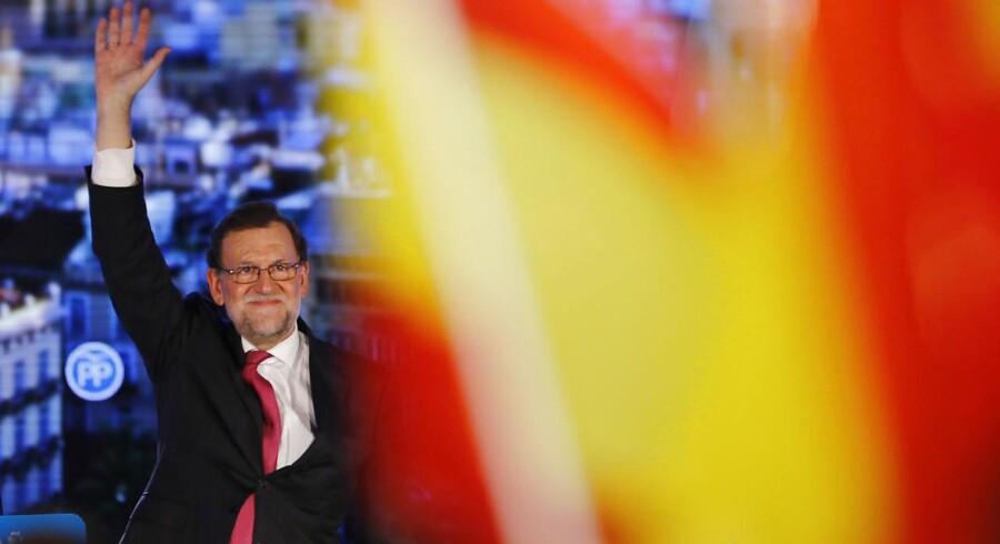 Premierminister Mariano Rajoy er kendt vidt og bredt for at sky debatter i fuld offentlighed, så når han endelig har afholdt pressemøder, er det ofte foregået som videokonference uden mulighed for at stille spørgsmål. Denne disciplin gav Rajoy tilnavnet El presidente del plasma – fladskærmspræsidenten.