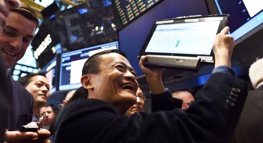 Alibaba har udstedt yderligere aktier til investeringsbankerne på grund af den enorme efterspørgsel.