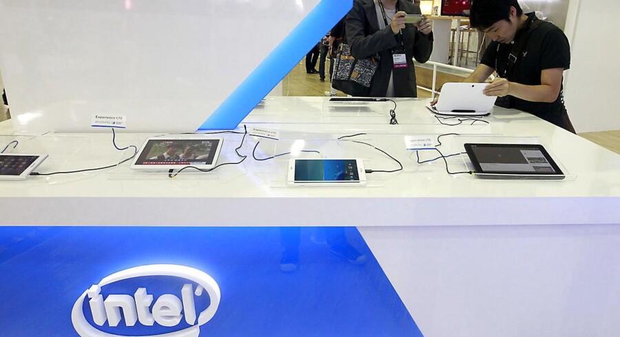 Amerikanske Intel henter fortsat størstedelen af sin indtjening fra PC-verdenen og forsøger nu med alle midler at komme ind på markedet for tavle-PCer og smartphonetelefoner. For nylig købte Intel sig derfor ind i to kinesiske producenter af mobilchips. Foto: Pichi Chuang, Reuters/Scanpix