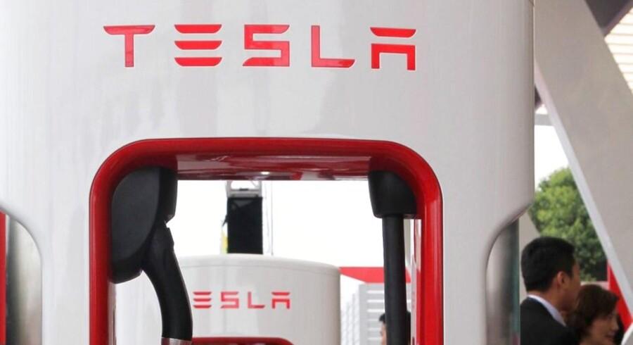 - Selvom vi har mistet næsten en måneds produktion på grund af produktionsskift på fabrikkerne, leverede vi det højeste antal Model S'ernogensinde, med flere nye rekorder i Nordamerika og globalt, noterer administrerende direktør Elon Musk i delårsrapporten.