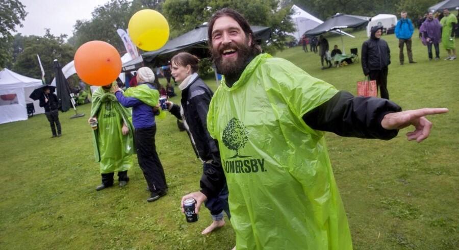 Der skal åbenbart mere end et gratis Somersby-regnslag til at få en borger i smilets by til at drikke andet end Royal.