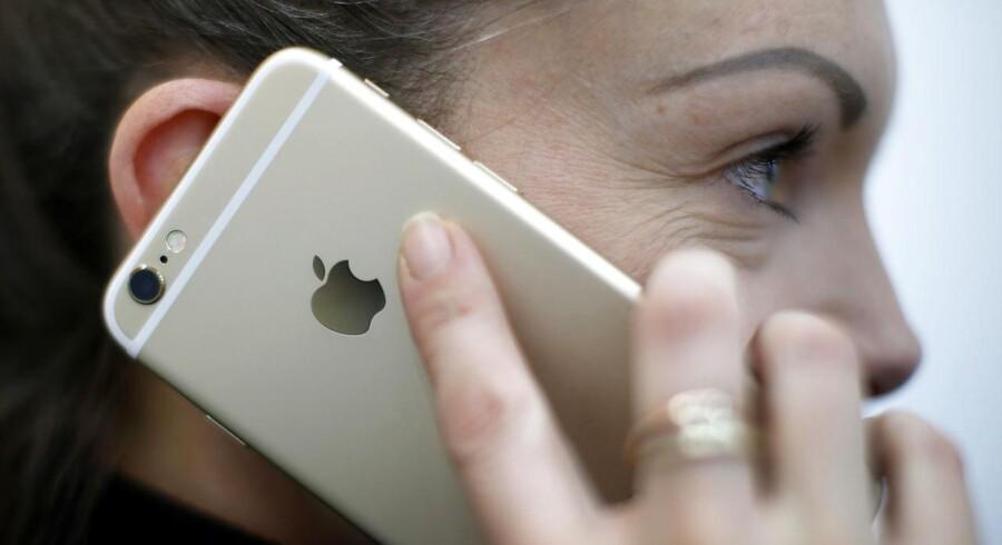 Når telefonen først er ramt af fejlen, skal man sætte den oprindelige knap tilbage. Hvis man ikke kan det, er eneste mulighed at bytte den spærrede telefon hos Apple.