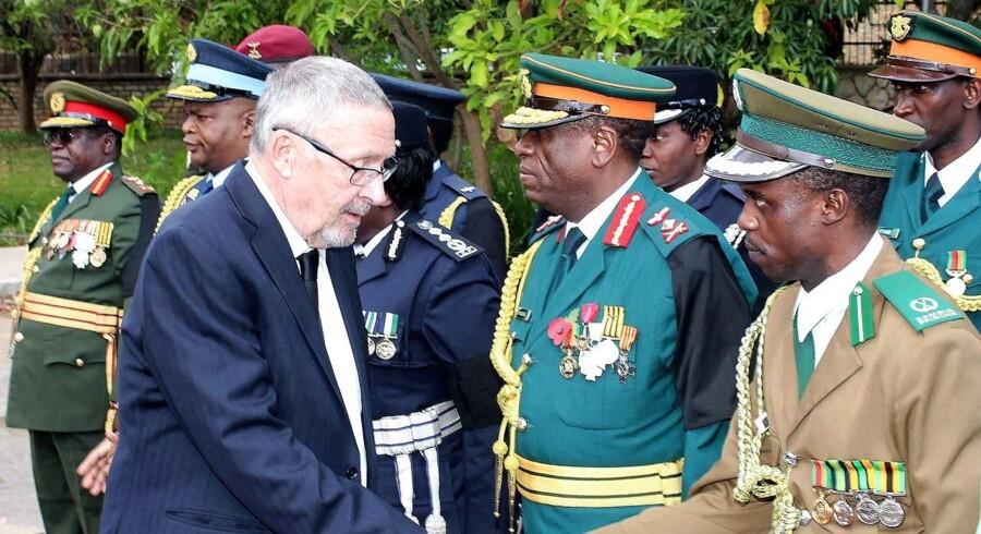 For første gang siden 1994 kan en hvid mand sætte sig i spidsen for et afrikansk land, når Guy Scott overtager præsidentembedet i Zambia.