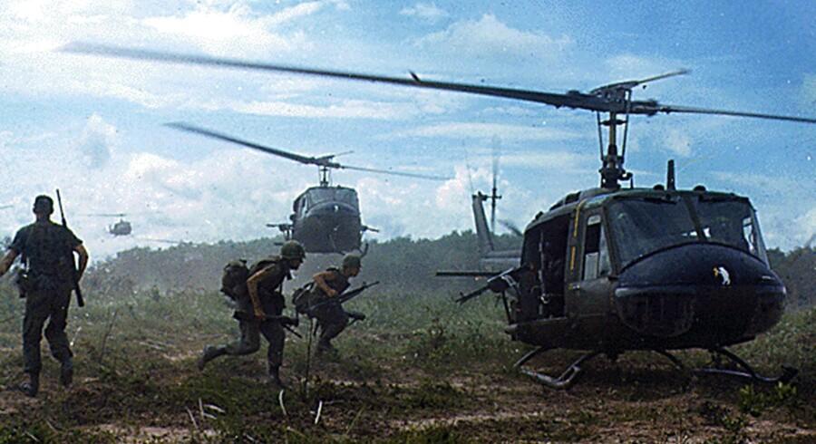 Helikoptere transporterer soldater fra 2. bataljon, 14. infanteriregiment væk fra Filhol Gummiplantage under »Operation Wahiawa« ved Cu Chi, Vietnam, den 16. maj 1966.