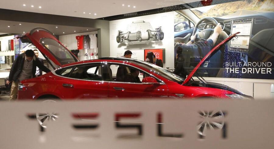 Teslas justerede resultat blev et underskud på 0,48 dollar per aktie, hvilket dog var noget bedre end det ventede minus på 0,60 dollar per aktie i en Bloomberg-prognose.