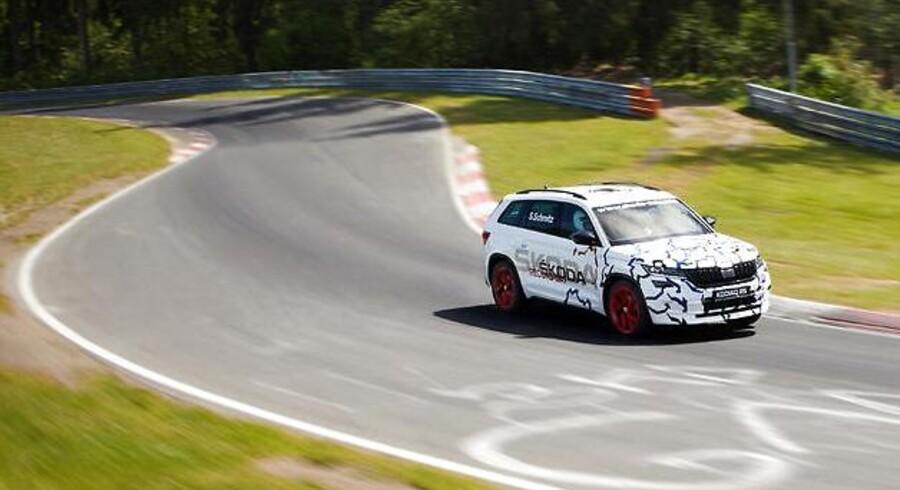 Det er ikke mange SUV'er til syv personer, man møder på den berømte Nürburgring, men Skoda har vovet sig ud med sin nye Kodiaq RS - og har sat omgangsrekord for denne type biler