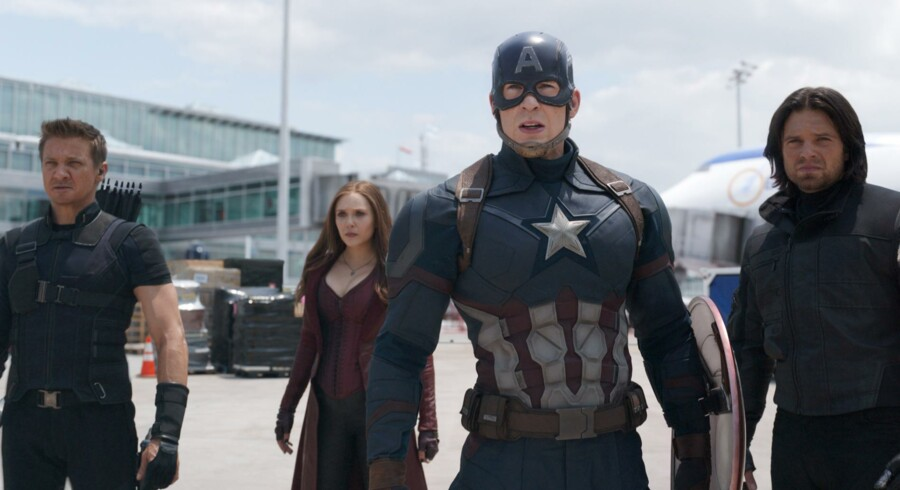 Borgerkrigen begynder! Fra venstre mod højre hedder kombattanterne Hawkeye (Jeremy Renner), Scarlet Witch (Elizabeth Olsen), Captain America (Chris Evans) og Winter Soldier (Sebastian Stan). Foto: Film Frame/Marvel