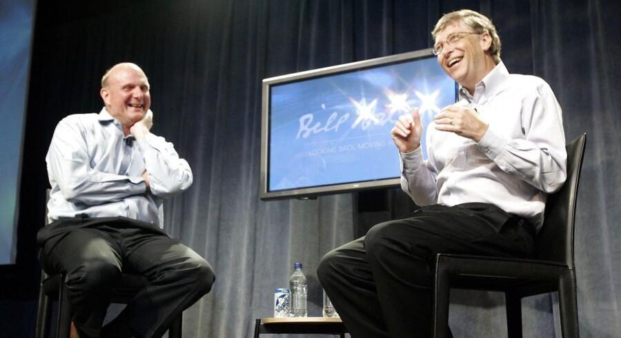 Både afgående topchef Steve Ballmer (til venstre) og bestyrelsesformand Bill Gates (til højre) har fået stor kritik for at stå hindrende i vejen for Microsofts udvikling. Men tilsyneladende fortsætter de i bestyrelsen for selskabet, som de begge er de største enkeltaktionærer i. Arkivfoto: Robert Sorbo, Microsoft/Reuters/Scanpix
