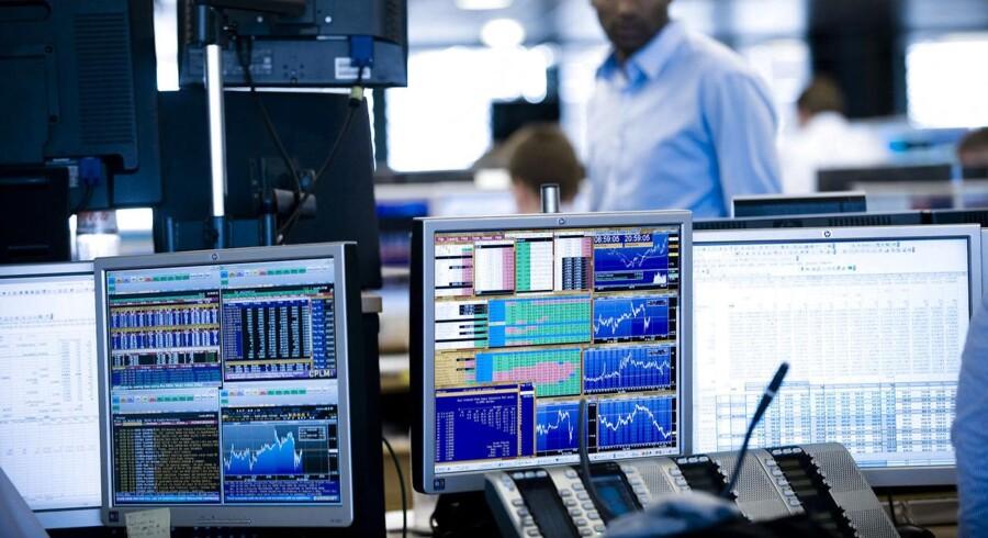 Størst er faldet i Handelsbanken, der ligger 5 pct. lavere. Lige efter følger Nordea med et minus på 4,1 pct., mens Credit Suisse, som vil føre sin schweiziske forretning på børsen, bakker 3,1 pct.