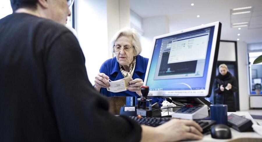 Pengeinstitutternes fortsatte lukning af filialer gør, at kunderne får længere og længere til en fysisk bank med kassebetjening. ARKIVFOTO.