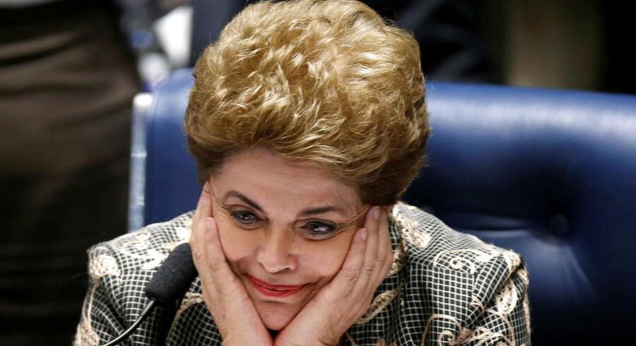 Brasiliens præsident Dilma Rousseff taber afstemningen i senatet og mister dermed præsidentposten.