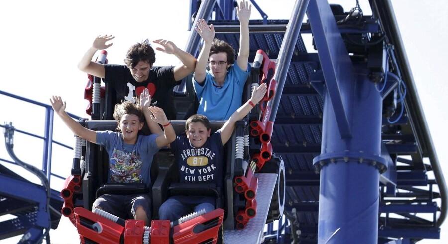 Legoland er en succes, viser årsregnskabets fra parkens britiske ejer Merlin Entertainments. Her er det besøgende i Legoland Florida, der nyder godt af parkens rutsjebaner.