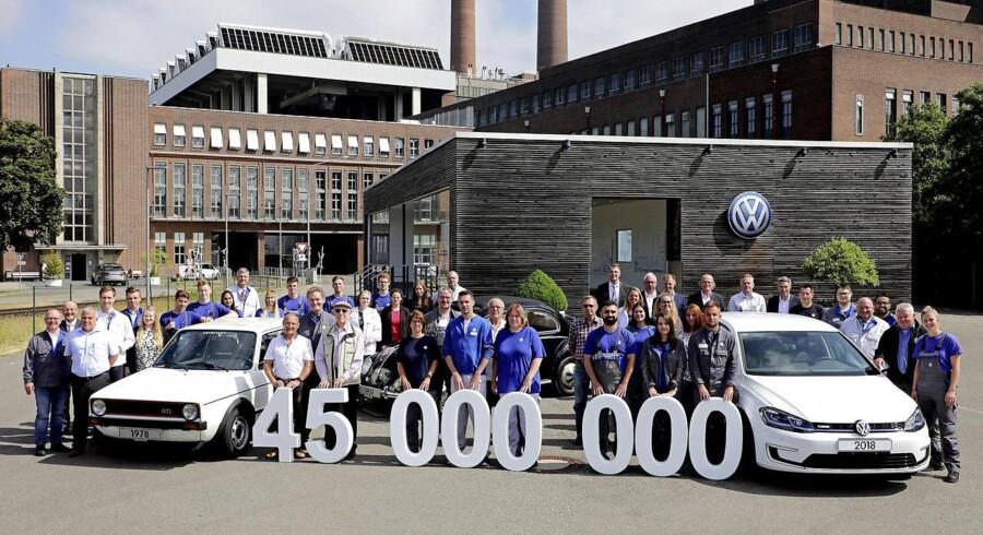 Efter godt og vel 73 år har det store fabriksanlæg i Wolfsburg spyttet 45 millioner biler ud - først den folkekære Boble, siden da den populære Golf. Bil nummer 45 mio. blev meget passende den elektriske e-Golf.