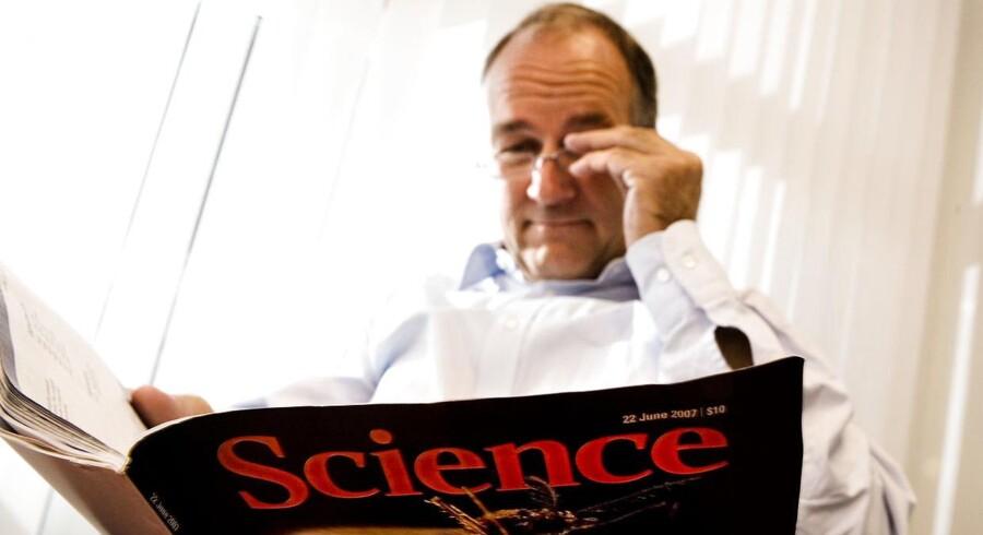 Peter Buhl Jensen og hans biotekselskab Oncology Venture er klar til den svenske børs. Selskabets aktier blev overtegnet næsten fire gange.