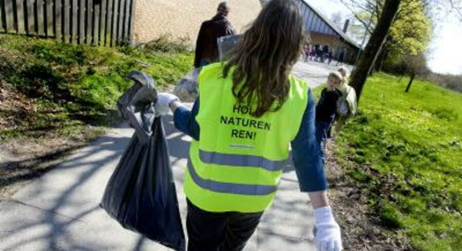 »I Danmark har vi et fantastisk retursystem, som gør, at ni ud af ti dåser med pant kommer retur. Derfor er det helt sort, at vores natur alligevel skal forurenes af dåser uden pant, som hver dag strømmer ind fra Tyskland.«