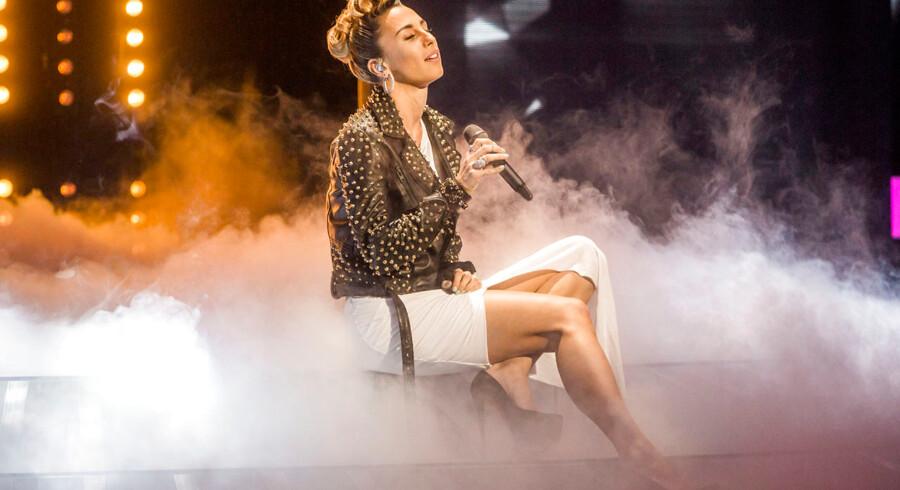 X Factor Finale, fredag den 28 marts 2014. Medina og Henriette Haubjerg.