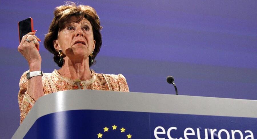 Europa-Parlamentet overtrumfer EU-kommissær Neelie Kroes' tvangsnedsættelse af mobilpriserne i EU. De skal have et endnu større hak nedad, mener parlamentarikerne. Arkivfoto: Yves Herman, Reuters/Scanpix