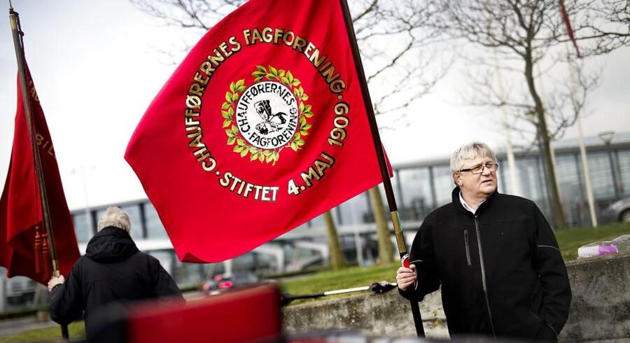 Utilfredshed med Ubers deltagelse på en konference for iværksættere får fredag morgen adskillige chauffører under 3F til at demonstrere foran Hilton i København, hvor arrangementet afholdes.