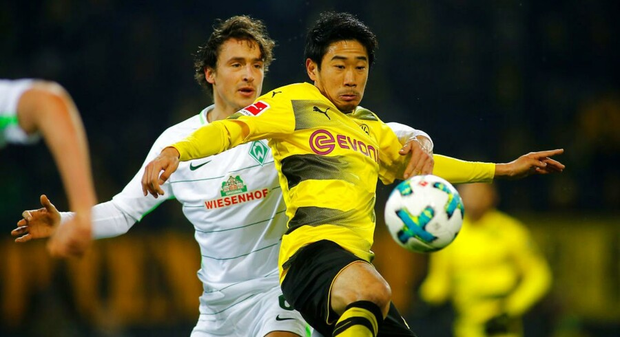 Soccer Football - Bundesliga - Borussia Dortmund vs Werder Bremen - Signal Iduna Park, Dortmund, Germany - December 9, 2017 Borussia Dortmund's Shinji Kagawa in action with Werder Bremen's Thomas Delaney REUTERS/Thilo Schmuelgen DFL RULES TO LIMIT THE ONLINE USAGE DURING MATCH TIME TO 15 PICTURES PER GAME. IMAGE SEQUENCES TO SIMULATE VIDEO IS NOT ALLOWED AT ANY TIME. FOR FURTHER QUERIES PLEASE CONTACT DFL DIRECTLY AT + 49 69 650050