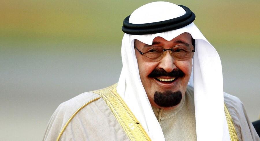 Saudi-Arabiens konge Abdullah har i denne uge sat sine officielle salgspriser til Europa ned, hvilket har givet yderligere pres på olieprisen.