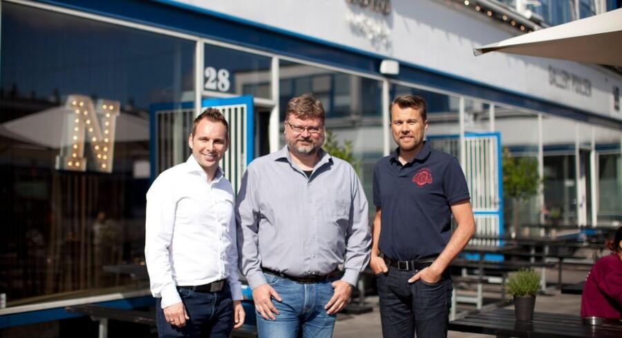 De tre drivende kræfter bag en ny dansk tjeneste med internationale ambitioner. Fra venstre er det David Demsitz, Henrik Ravn og Morten Viktor foran hjemstedet i kontorfællesskabet NOHO i Kødbyen i København. Foto: PR