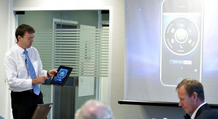I slutningen af 2010 og starten af 2011 åbnede alle de større banker herhjemme op for mobile bankapplikationer. Her ses Danske Banks præsentation af deres mobile løsning i 2010.
