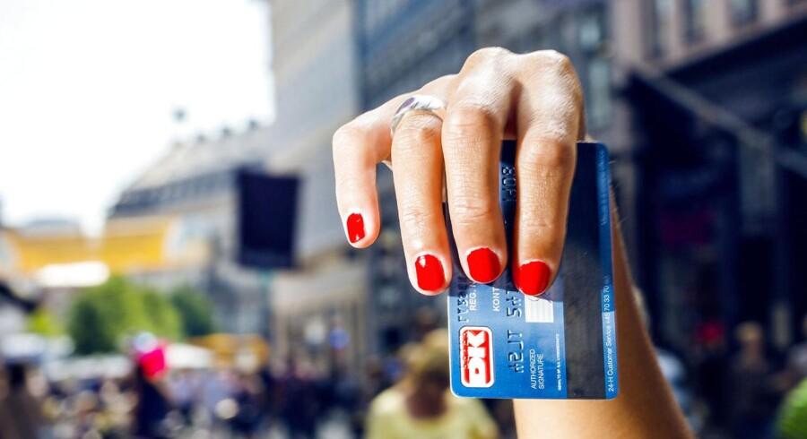 Danskerne svinger stadig deres dankort i stigende grad. Men privatforbruget hos danskerne har endnu ikke oplevet et større ryk.