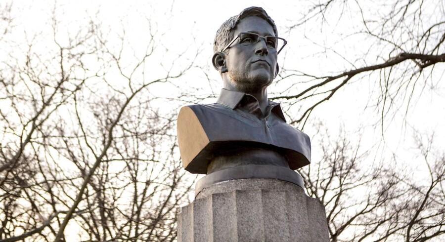 Nogle af dem, der betragter Edward Snowden som en helt, rejste en nat i april i år denne bronzestatue af whistlebloweren i en park i Brooklyn i New York. Foto: Aymann Ismail