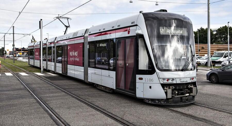 Aarhus Letbane mener trods sammenstød med bilist tirsdag, at sikkerheden er god nok til at begynde driften.