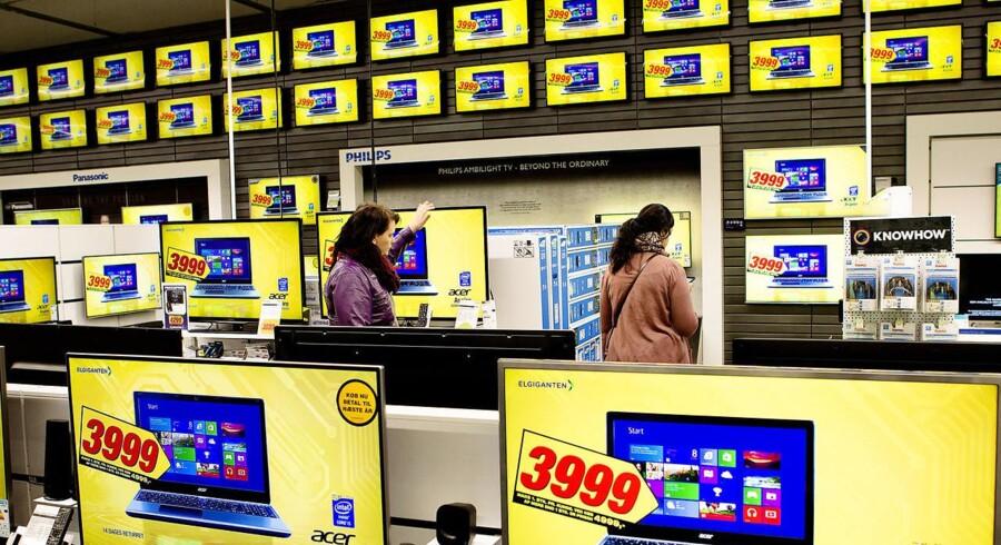 Elektronikmarkedet er utrolig gennemsigtigt. Der er konstant priskrig, og priserne går op og ned ifølge adm. direktør i Elgiganten, Peder Stedal.