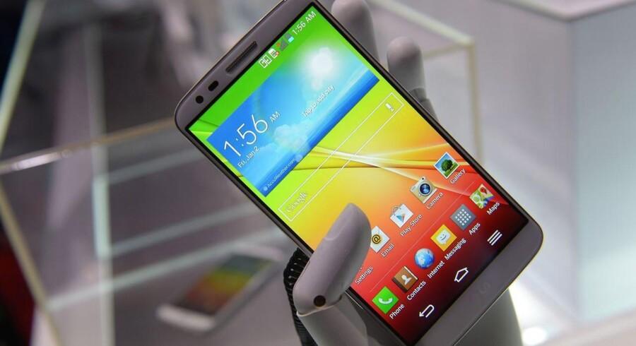 LG G2 viser gode takter. Men den er hæmmet er små-irriterende software og nogle designvalg, der ikke fungerer så godt, som man kunne ønske. Foto: Scanpix