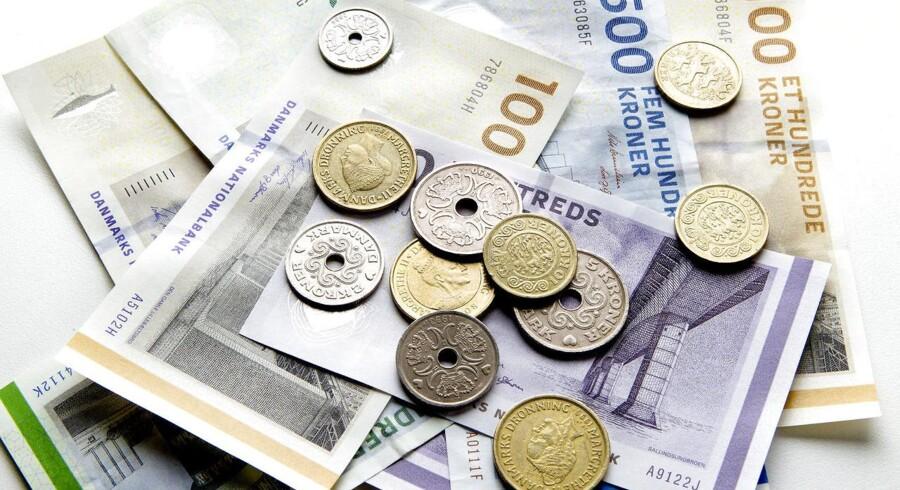 Danske bankkunder sætter penge ind på opsparingskontoen som aldrig før, og nu har danskene rekordhøje 866 mia. kr.