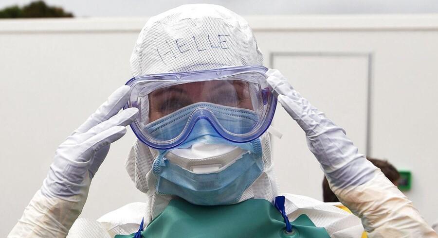 Statsminister Helle Thorning-Schmidt (S) er i øjeblikket i Sierra Leone, hvor hun har besøgt noget af det danske sundhedspersonale, som er udsendt for at bekæmpe ebola i byen Port Loko.Se videoen: Helle Thorning tæt på ebola.
