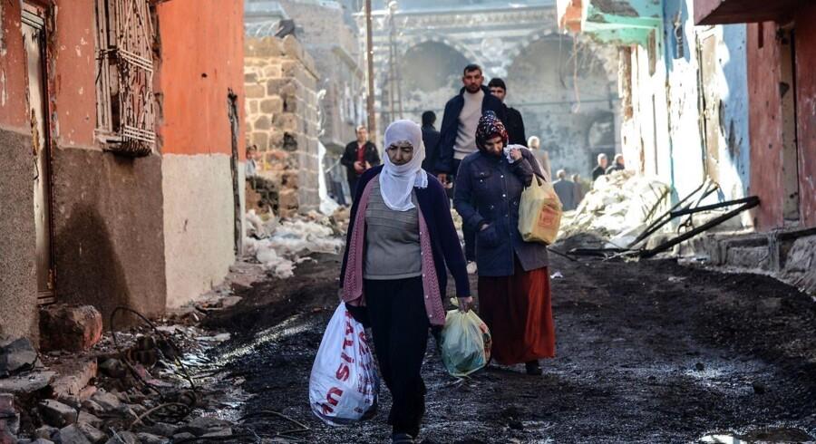 Ifølge det kurdiske HDP-parti, er flere end 200.000 kurdere blevet internt fordrevet i Tyrkiet som følge af de seneste kampe melem tyrkiske soldater og kurdiske PKK-soldater.