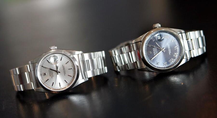 Til venstre et ægte Rolex-ur. Til højre kopivaren, et »Rolex«-ur.
