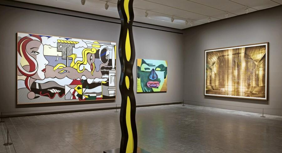 Udsnit af Poul Erik Tøjners nyophængning af Louisianas samling. Skulpturen i forgrunden er en nyanskaffelse af Roy Lichtenstein, der også har malet det store maleri i baggrunden.